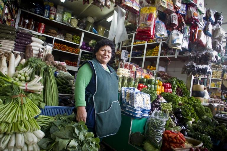 peruvian-woman-market-deux